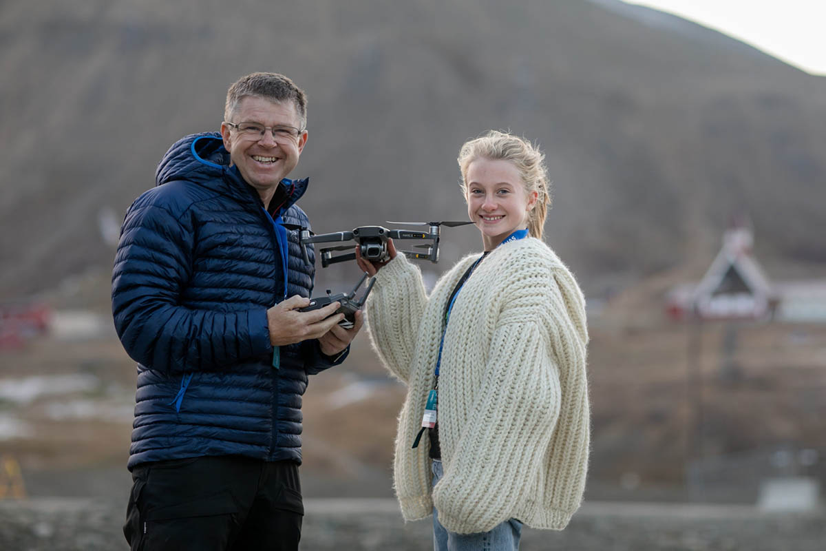 Environmental activist Penelope Lea, leader of the Eco-Agents, will have drones for her organization thanks to the help of Anders Martinsen from UAS Norway, left. Photo: Robert Dreier Holand/UAS Norway
