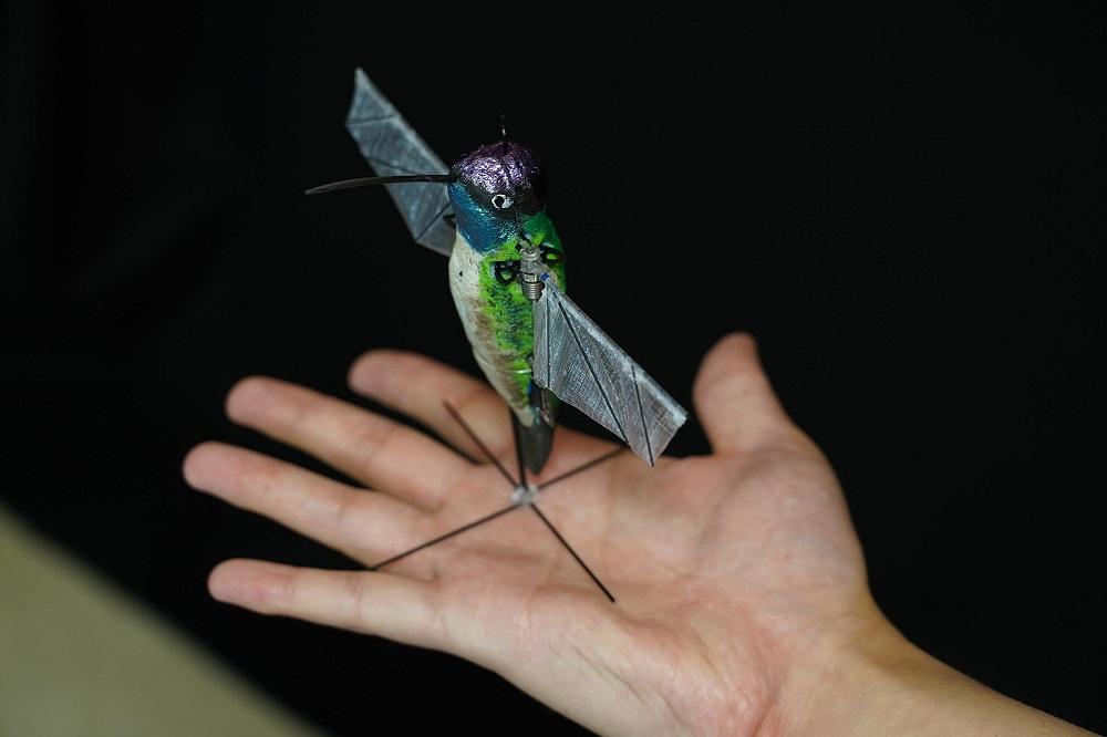 Purdue University researchers develop flying robots that emulate hummingbirds